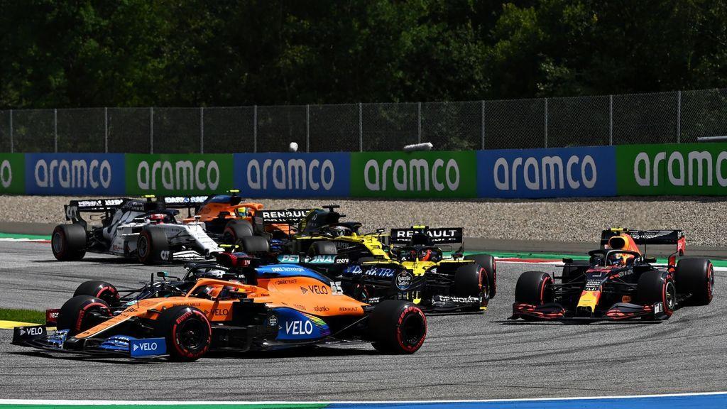 Hamilton encabeza el doblete de Mercedes en Austria, Mclaren arruina la carrera de Sainz y los Ferrari, fuera en la primera vuelta