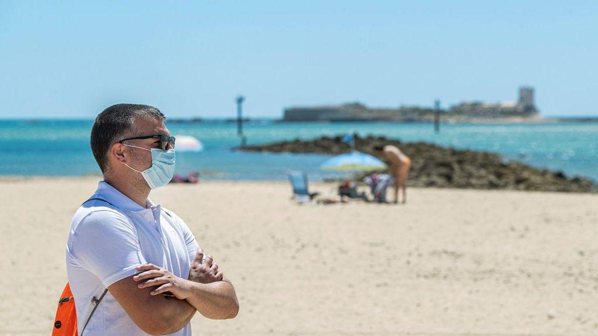 Andalucía impone el uso obligatorio de la mascarilla en todos los espacios abiertos y cerrados: Habrá que llevarla hasta en la playa