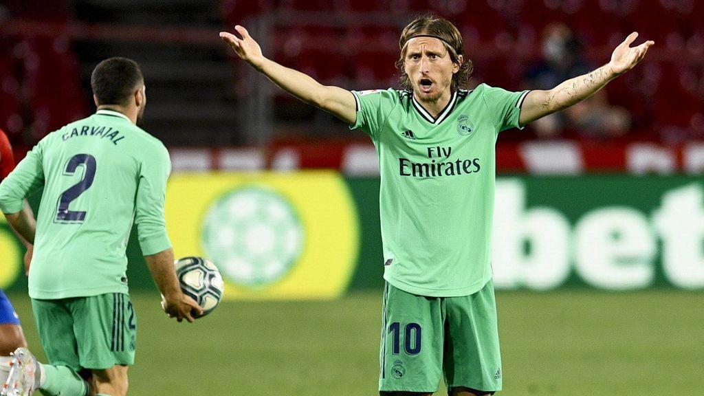 Modric gesticula en el partido ante el Granada.