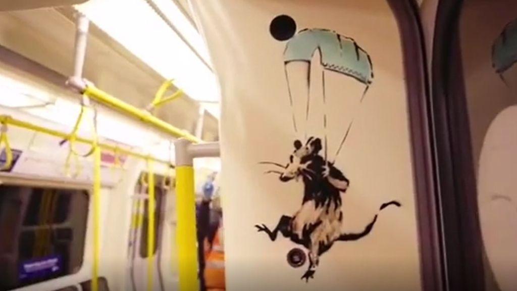 La nueva obra de Bansky que ha aparecido en el metro de Londres: una pieza que alienta al uso de mascarilla