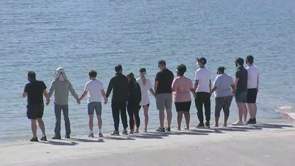 Los compañeros de Naya Rivera en Glee lloran su muerte en el lago donde se encontró su cuerpo
