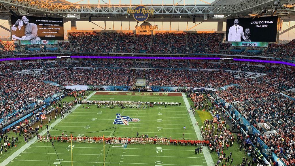 interior del Hard Rock Stadium durante un partido de los Miami Dolphins