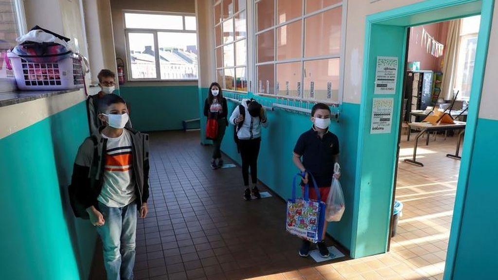 Los estudiantes respetan la distancia en una escuela de Jumet