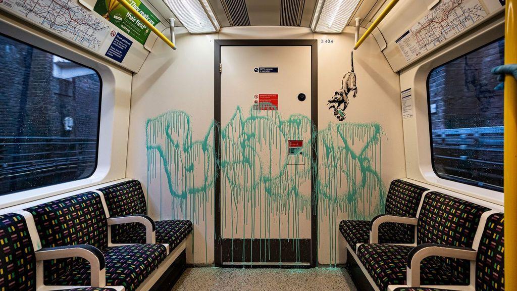 Las ratas de Banksy 'invaden' con mascarillas y desinfectante de manos el metro de Londres